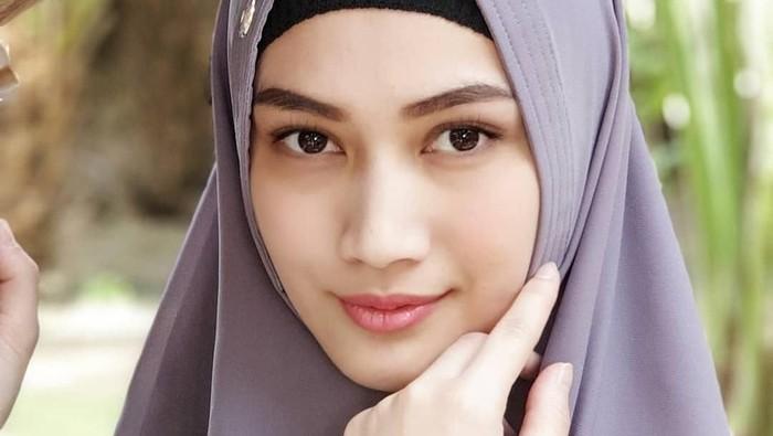 Melody Eks JKT 48 Umrah