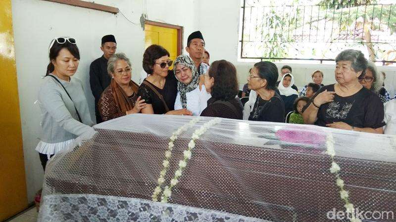 Prosesi Kremasi Nh Dini hingga Kemesraan Chicco Jerikho dan Putri Marino