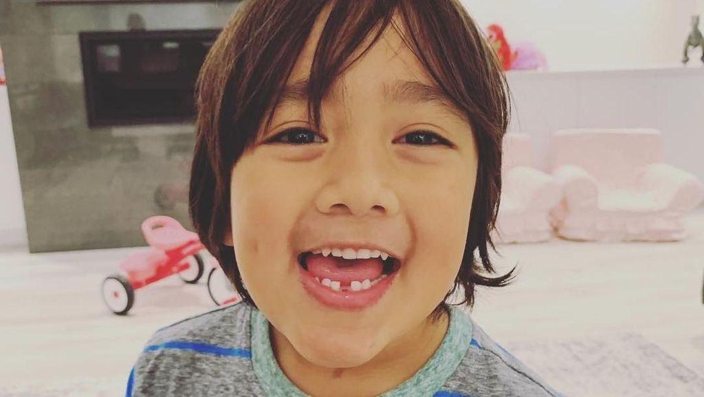 Review Mainan, Ini Bocah 7 Tahun yang Hasilkan Rp 316 M dari YouTube
