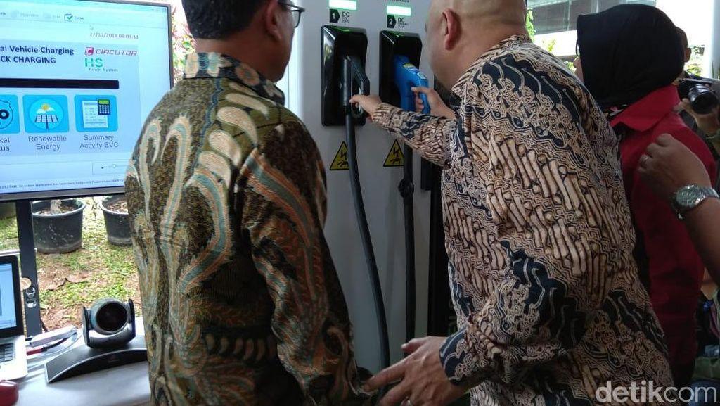 Moeldoko dan Menhub Resmikan Tempat Ngecas Mobil Listrik di BPPT