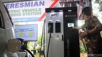Sebagai uji coba fasilitas tersebut, disiapkan 3 bahan sampel uji kendaraan, berupa kendaraan listrik roda dua, micro car, dan city car.
