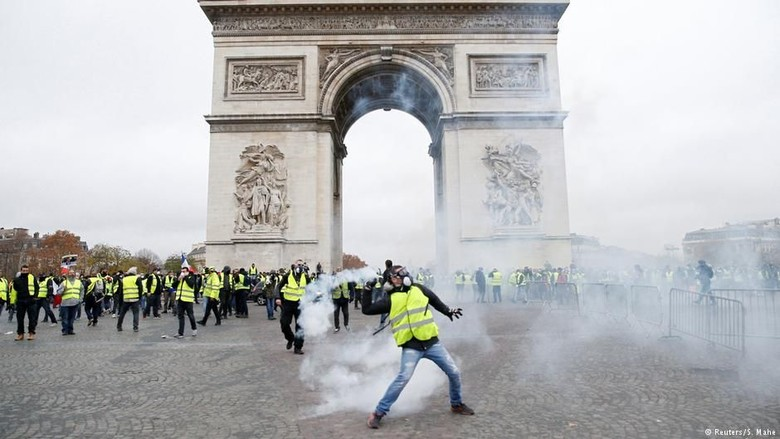 Setelah Aksi Protes, Presiden Prancis Tunda Kenaikan Pajak BBM