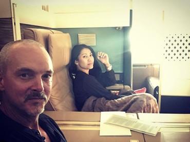 Walaupun sudah pindah ke Prancis,Anggun Cipta Sasmi masih suka bolak-balik lho, Bun ke Jakarta. Nggak ketinggalan, ajak suami nih. (Foto: Instagram @anggun_cipta)