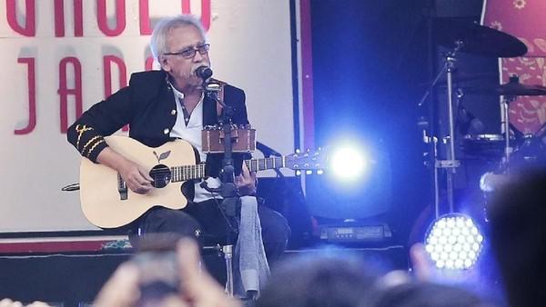Tonton Aksi Iwan Fals untuk Main Stage detikHOT di Sini