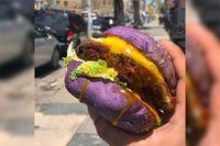 Mau Coba? Burger Ungu Ini Berisi Sisig Khas Filipina