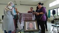 Tak Dapat Penerbangan, Pierre Coffin Absen di Kremasi Nh Dini