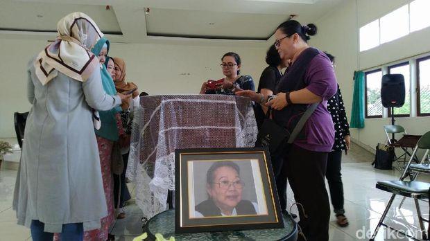 Happy Salma Terkenang dengan Karya Nh Dini 'Pangeran dari Seberang'