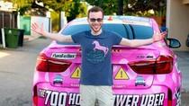 Demi Cari Calon Istri, Supir Taksi Online Ini Hias Mobil Serba Hello Kitty