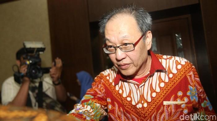 Keponakan Setya Novanto, Irvanto Hendra Pambudi bersama pengusaha Made Oka Masagung menjalani sidang di Pengadilan Tipikor. Keduanya divonis 10 tahun penjara.