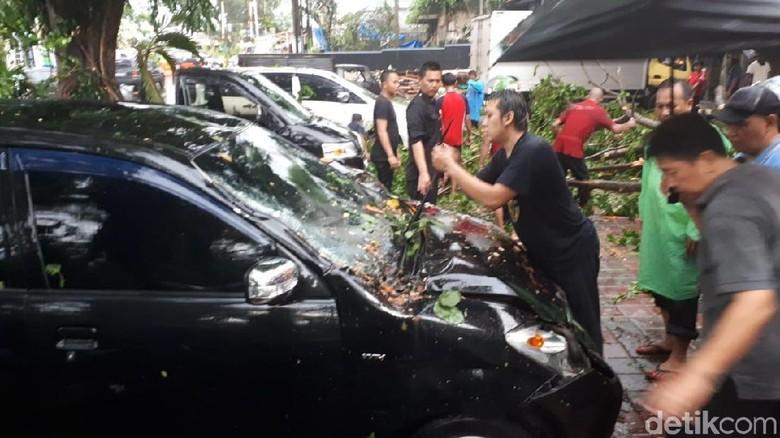 Potret Ngerinya Puting Beliung Terjang Kota Bogor
