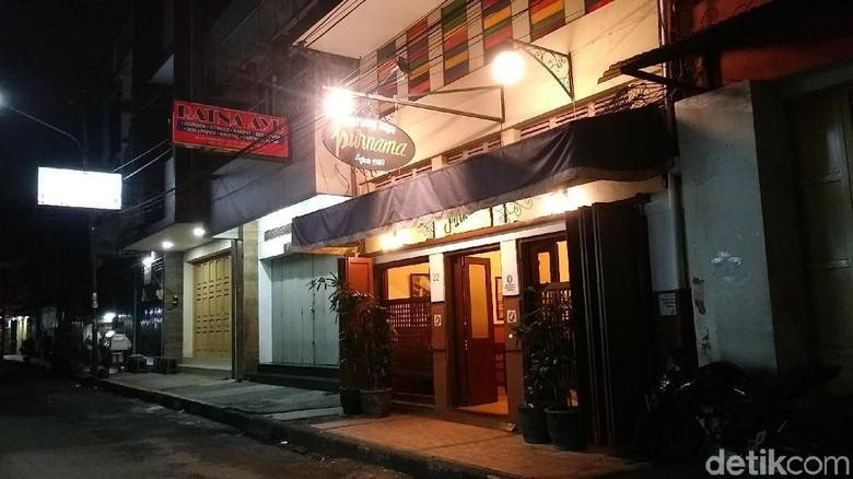 Warung Kopi Purnama di Jalan Alkateri (Randy/detikTravel)