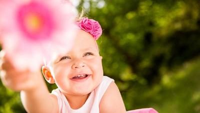 25 Nama Bayi Perempuan dengan Arti Cinta