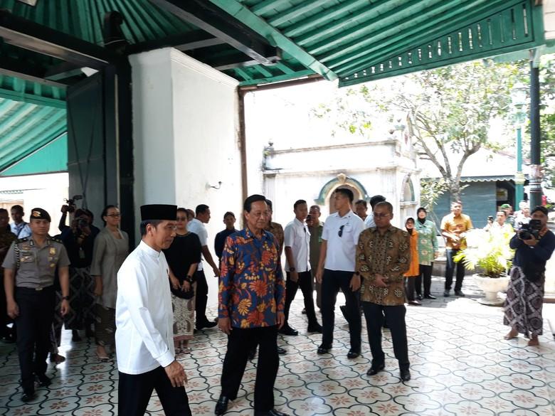 Jokowi Disuguhi Jajanan Pasar saat Bertemu Sri Sultan HB X