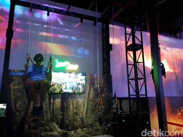 Baru dibuka sekitar 1 bulan lalu, Headrock VR sudah mencuri minat turis. Berbagai permainan seru dapat dicoba, dari permainan VR menjelajahi gunung salju dan loncat ke magma (Afif Farhan/detikTravel)