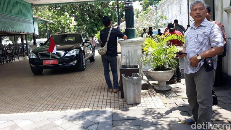 Jokowi Bertemu Sri Sultan HB X di Keraton Yogyakarta