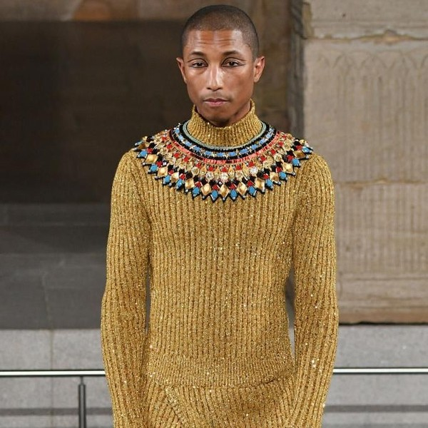 Foto: Bak Raja Firaun, Pharrell Williams Curi Perhatian di Show Chanel