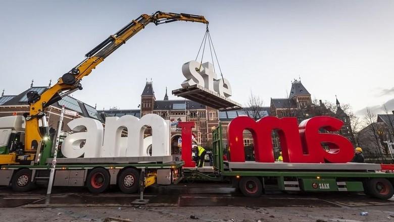 Ikon I Amsterdam yang dipindahkan (iamsterdam/Instagram)