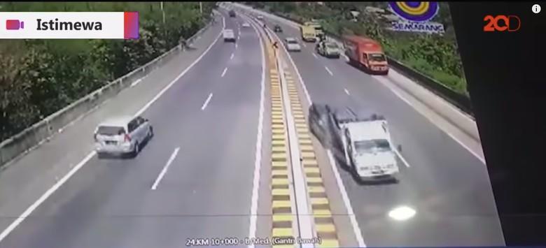 Nh Dini kecelakaan. Foto: Screenshot 20detik