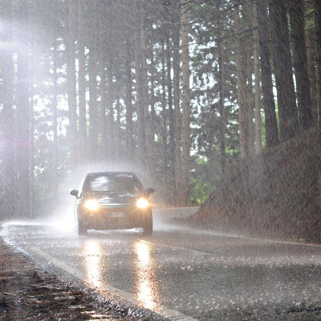 Musim Hujan Tiba, Ini yang Harus Diperhatikan Pengendara Mobil