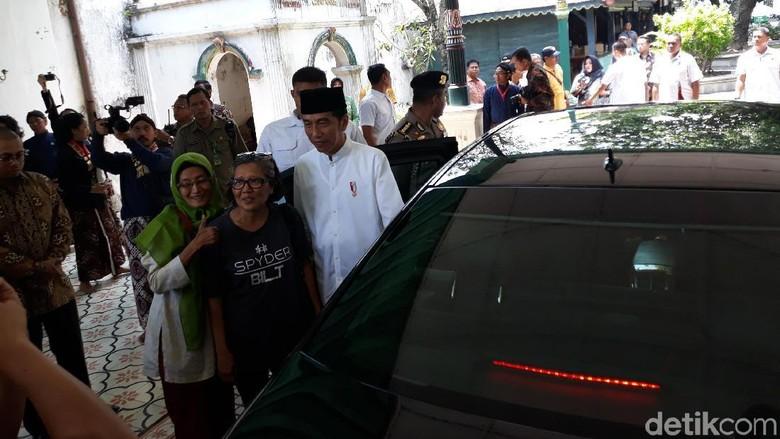 Saat Dua Wanita Tunda Langkah Jokowi Tinggalkan Keraton Yogya