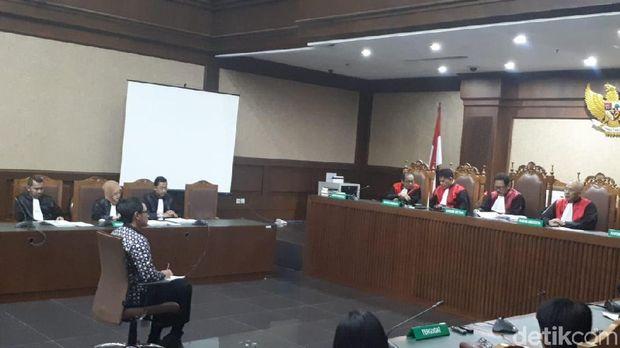 Sidang vonis Zumi Zola di Pengadilan Tipikor, Kamis (6/12/2018)
