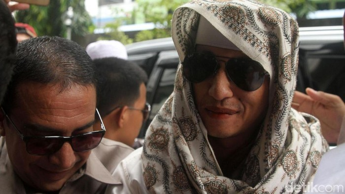 Habib Bahar bin Smith saat memenuhi panggilan pemeriksaan di Bareskrim Polri/Foto: Rifkianto Nugroho