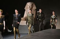 Model di fashion show Chanel