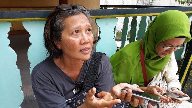 Iin dan Safitri sengaja datang ke Keraton Ngayogyakarta untuk foto bersama idolanya, Jokowi