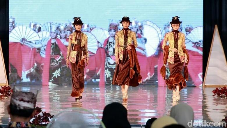 Festival Kebaya Banyuwangi Tampilkan Sentuhan Segar 100 Desain
