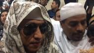 Foto: Berkacamata Hitam, Habib Bahar Datangi Bareskrim