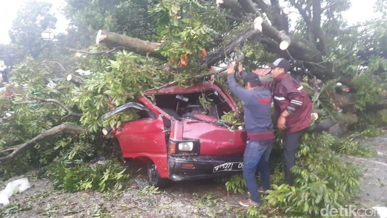 Bima Arya: 1.697 Rumah Rusak Akibat Puting Beliung di Bogor