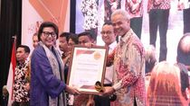 Jurus Guyur Kepala Ala Ganjar Bikin Jateng Raih Penghargaan KPK