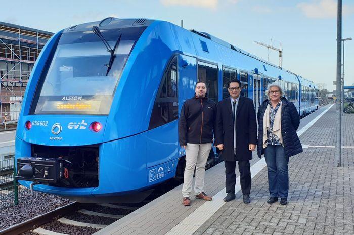 Kereta ini melayani rute sepanjang 100 km. Dengan kapasitas penumpang 150 orang, kereta ini mampu melaju dengan kecepatan 140 km/jam. Pool/KBRI Jerman. Pool/KBRI Jerman.