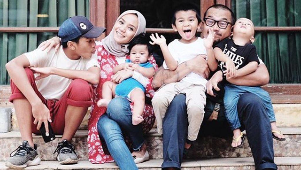 Tips Enno Lerian Traveling Bareng Empat Anak