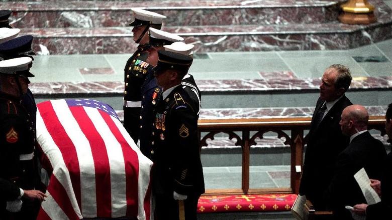 Penghormatan Terakhir untuk Bush Senior