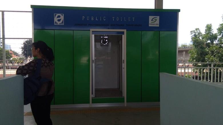 Ada 4 Smart Toilet di Skybridge Tanah Abang, Begini Penampakannya
