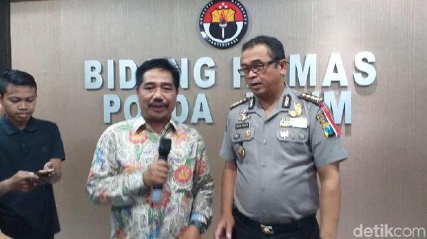 Kepala Pusat Informasi Humas Unair Suko Widodo dan Kabid Humas Polda Jatim Kombes Frans Barung Mangera