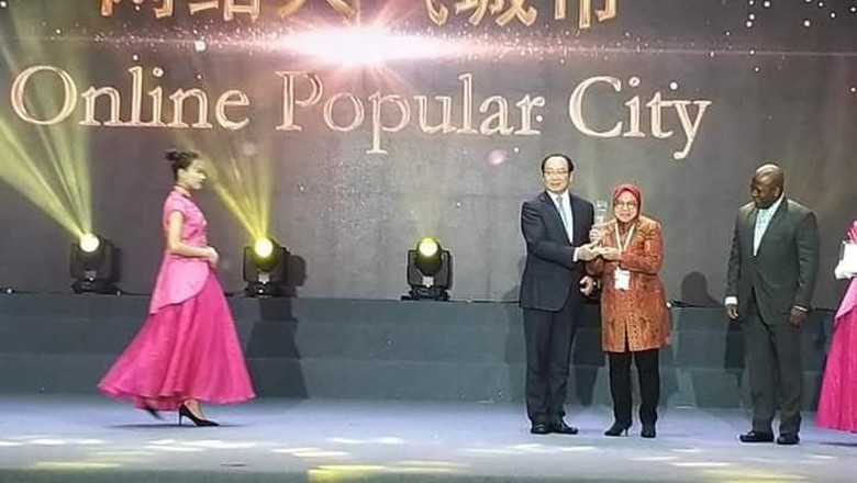 Surabaya Menangi Kota Terpopuler Secara Online di Guangzhou Award