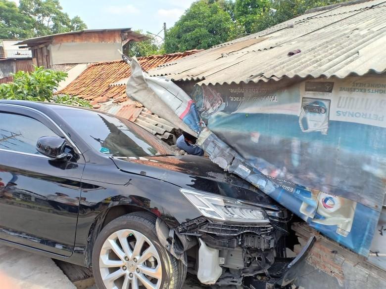 Sopir Ngantuk, Sedan Tabrak 3 Warga Cengkareng