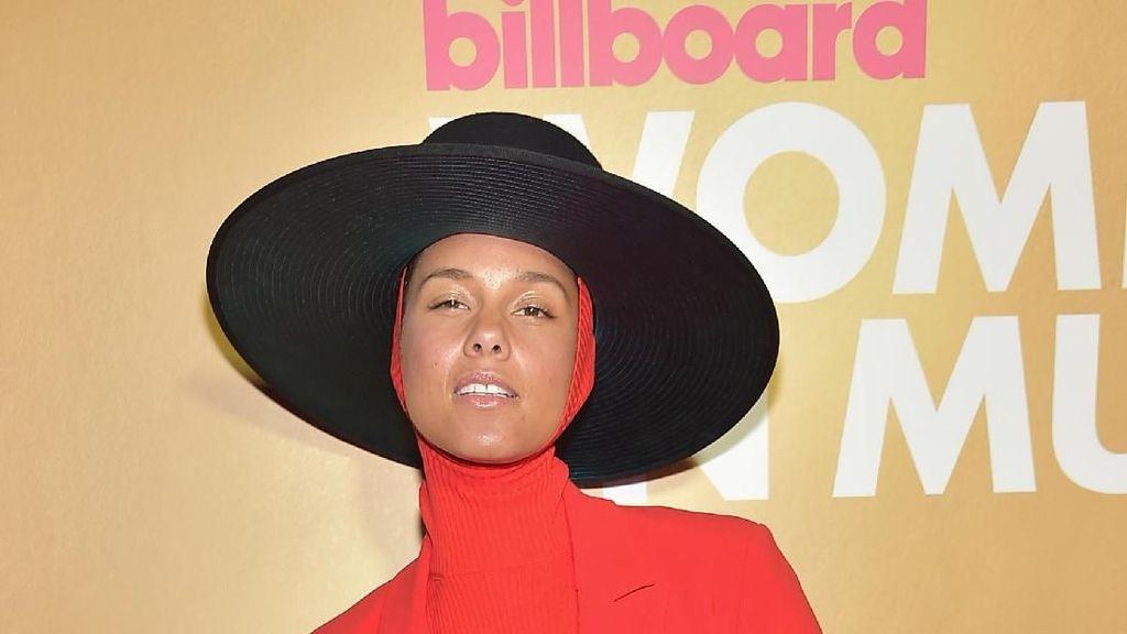 Gaya Seleb di Red Carpet Billboard: Alicia Keys Berkerudung Hingga Dua Lipa
