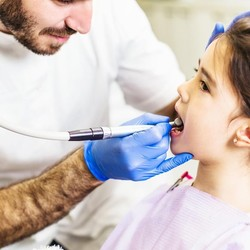 Cara Aman Atasi Sakit Gigi untuk Semua Anggota Keluarga