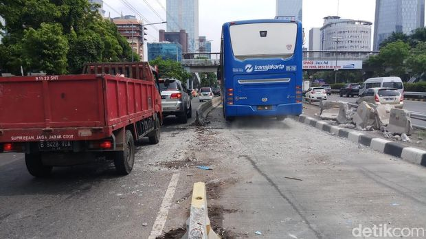Lokasi kecelakaan bus Damri di Jl Gatot Subroto, Jaksel, Sabtu (8/12/2018)