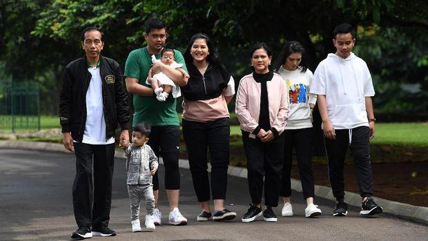 Selain Jan Ethes, Presiden Jokowi juga pernah mempublikasikan kegiatannya bersama anggota keluarga lainnya.