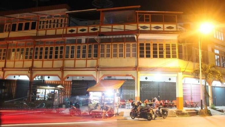 Ilustrasi Kota Singkawang di malam hari (Bagus Rosyid/dTraveler)