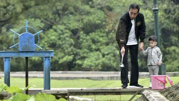 Jokowi Nyanyi Indonesia Raya, Jan Ethes Hormat