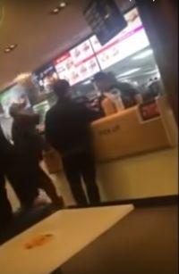 Pesanan Lama Datang, Pria Ini Lempar Makanan ke Wajah Pelayan Restoran
