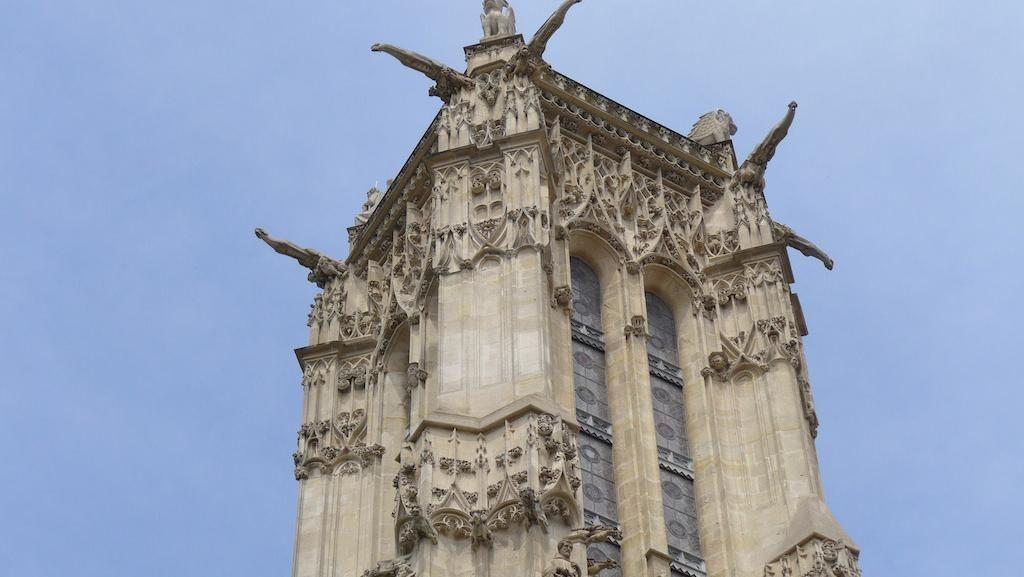 Melongok Seisi Kota Paris dari Puncak Menara Gothic Abad ke 16