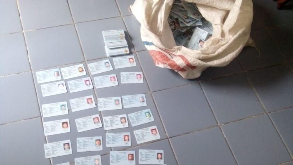 Siapa Aktor Pembuang e-KTP di Duren Sawit dan Bogor?