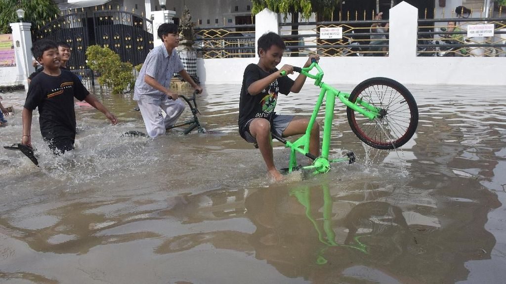 Banjir Rendam Perumahan Pura Demak Denpasar