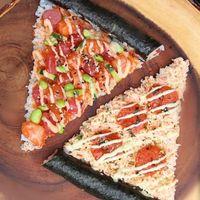 Uniknya! Kini Ada Sushi Bentuk Piramida Bersaus Ponzu